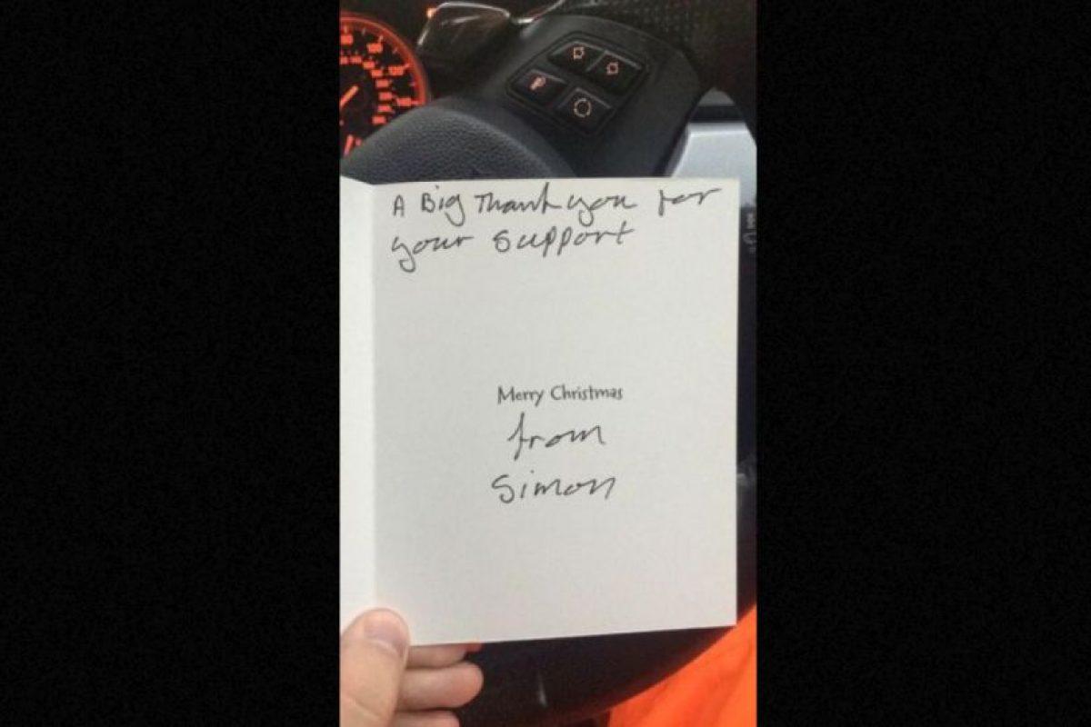 El hombre le respondió con una conmovedora tarjeta de Navidad. Foto:Vía Twitter @Lee Houghton. Imagen Por: