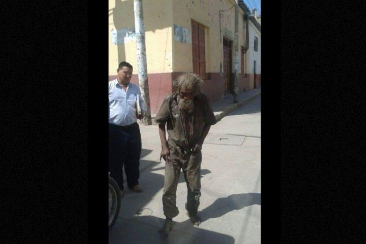 Miembros de una comunidad religiosa en Perú decidieron hacerle un cambio a este vagabundo. Foto:Vía facebook.com/municipalidaddeferrenafe. Imagen Por: