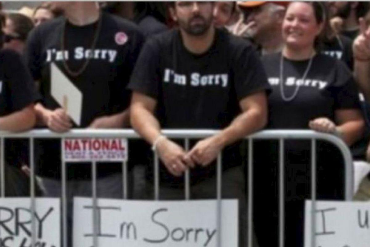 Y estos cristianos piden disculpas a los homosexuales. Foto:vía Tumblr. Imagen Por: