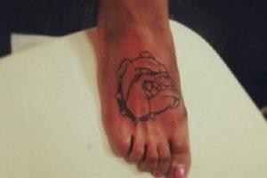 Hace casi 11 años que Tagalog es un tatuador certificado. Foto:Vía facebook.com/TattooByFoot. Imagen Por: