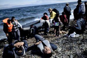 Muchas han arriesgado su vida en el mar para huir de la guerra en sus países. Foto:AFP. Imagen Por: