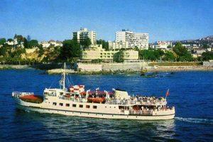 El Argonauta pasando frente al Hotel Municipal Miramar de Viña del Mar en 1975. Foto:Fotos Históricas de Chile. Imagen Por: