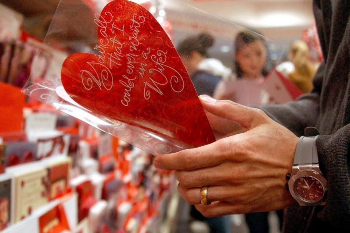 """""""Antiguamente el matrimonio podría haber sido visto como el único camino para que las parejas jóvenes obtuvieran el apoyo social y el compañerismo que es importante para la salud emocional"""", dijo Kamp Dush. Foto:Getty Images. Imagen Por:"""