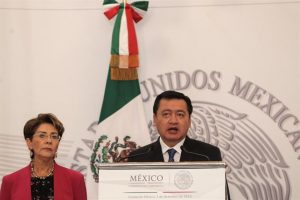 La ministra de Salud, Mercedes Juan, y el secretario de Gobernación, Miguel Ángel Osorio, convocando a un debate público sobre el uso de la marihuana en México, el pasado 2 de diciembre. Foto:Efe. Imagen Por: