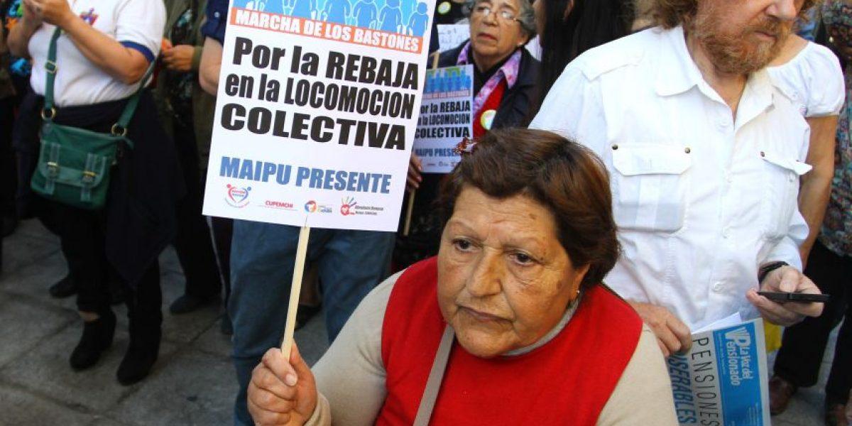 Diputados piden apurar rebaja de tarifas del transporte para adultos mayores