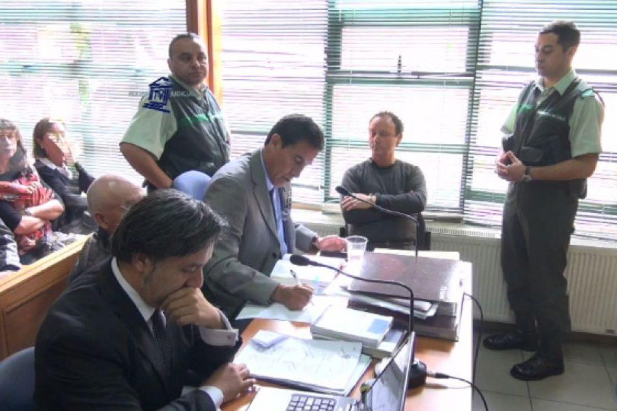 Jaime Anguita junto a su equipo defensor Foto:Captura: Poder Judicial. Imagen Por: