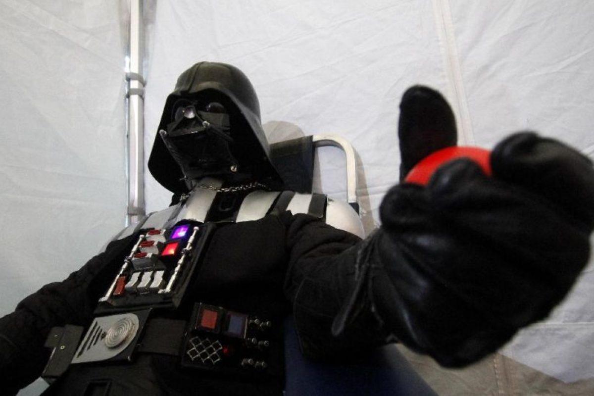 Darth Vader se pone nervioso con las agujas. Foto:Agencia Uno. Imagen Por: