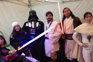 Darth Vader se ha unido con los rebeldes, sus opuestos en los lados de la Fuerza. Foto:Cortesía. Imagen Por: