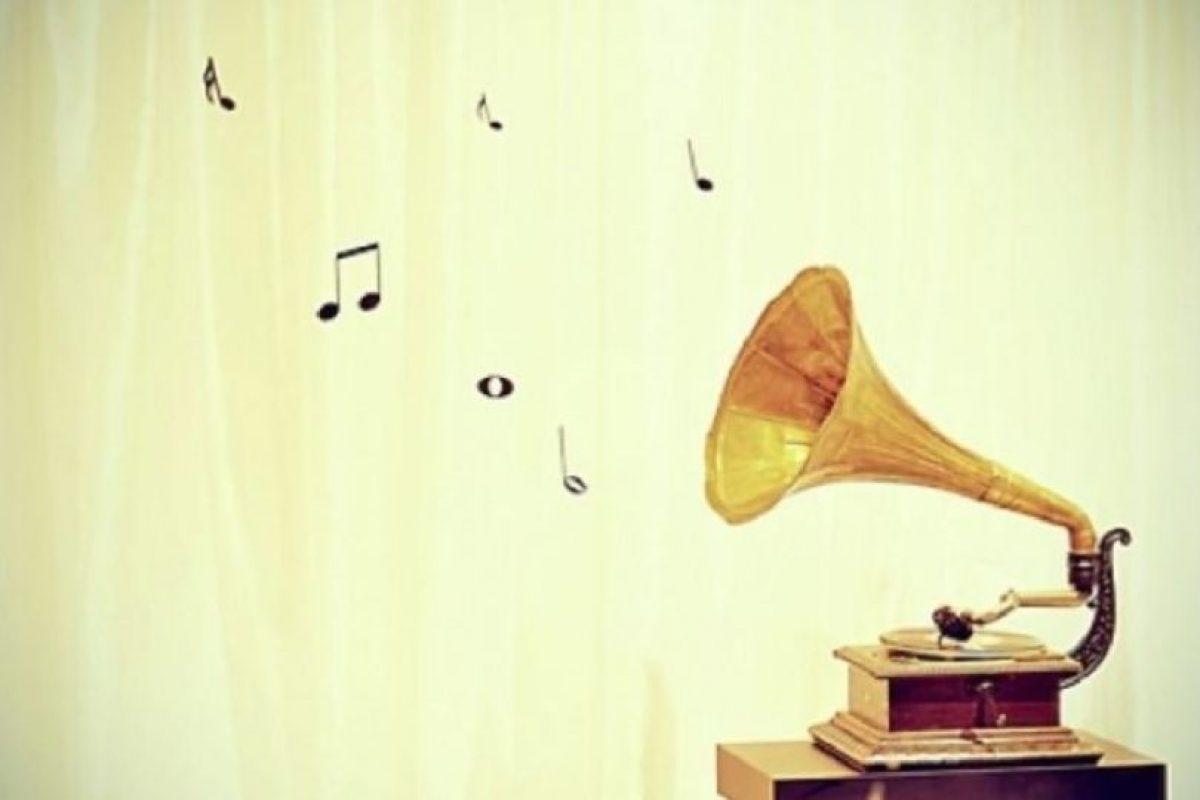 4. Si se ajustan bien, los cascos y los auriculares permiten escuchar música con claridad a volúmenes bajos, y cuando aíslan del ruido del entorno permiten escuchar el sonido a un volumen más bajo del que sería necesario en caso de no ser aislantes. Foto:vía Tumblr.com. Imagen Por:
