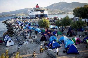 Estos son llevados en precarias embarcaciones. Foto:Getty Images. Imagen Por: