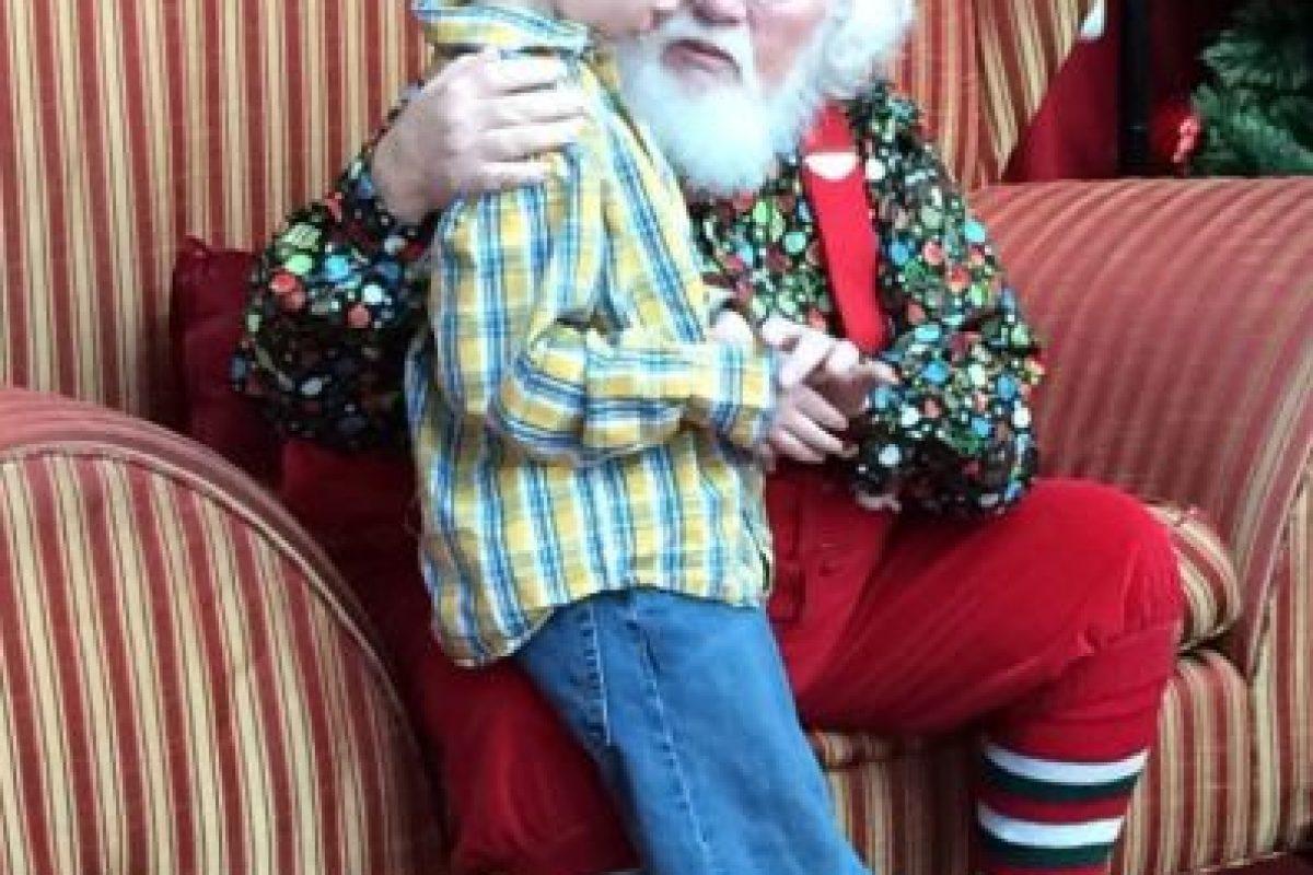 """A Landon Johnson, de seis años, que es autista. Este le dijo a """"Santa"""" que quería que supiese que era autista, pero que no era malo, ya que se lo decían siempre. Este le dijo: """"Está bien ser tu"""". Foto:vía Facebook. Imagen Por:"""