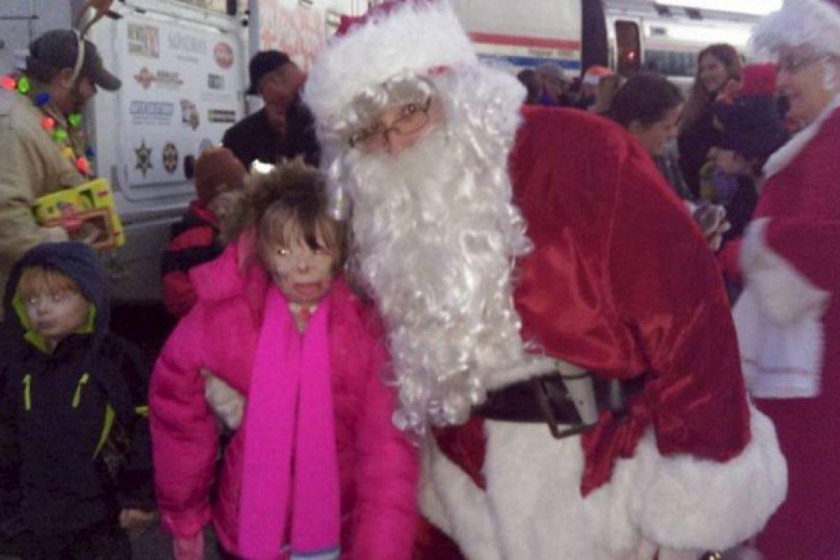 La pequeña, de ahora ocho años, fue encontrada cerca del cuerpo de su padre. Foto:Vía facebook.com/Schenectadyssupersurvivor. Imagen Por: