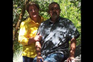 Kathy Ford hizo público el momento en que Darilyn y Sean Merrillle entregaron el auto a su marido. Foto:Vía facebook.com/kathy.ford.. Imagen Por: