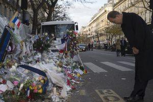 Rinden homenaje a las víctimas de los atentados terroristas en París. Foto:AFP. Imagen Por:
