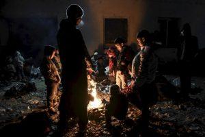 Migrantes y refugiados en la frontera de Grecia y Macedonia. Foto:AFP. Imagen Por: