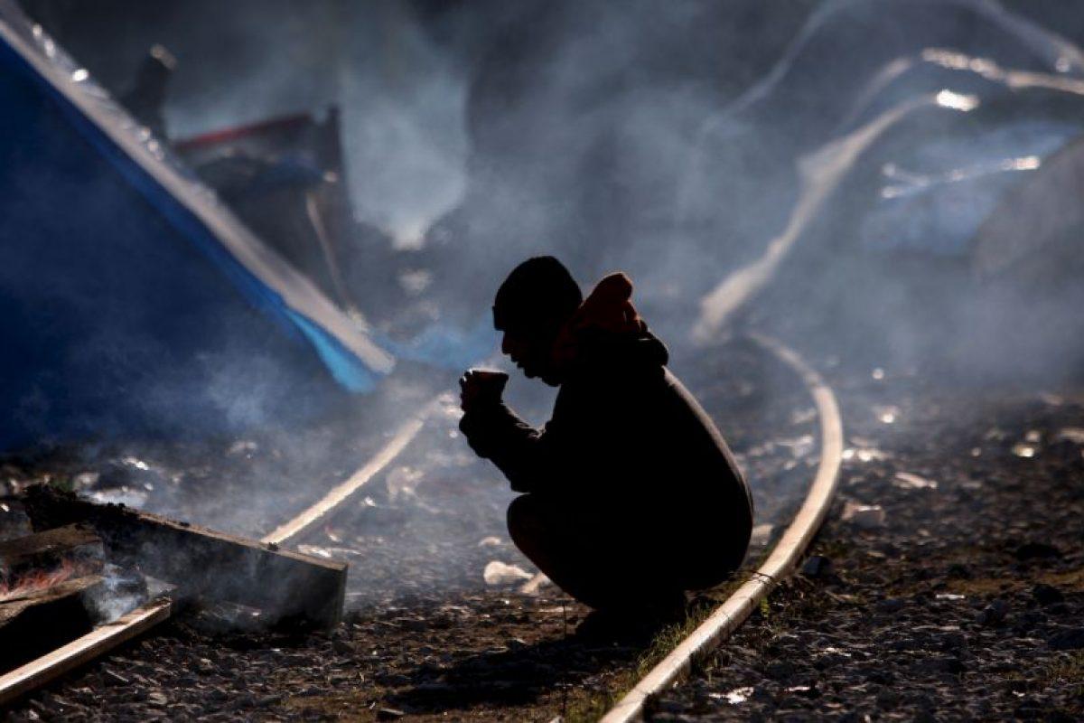 Hombre en la frontera de Grecia y Macedonia. Foto:AFP. Imagen Por: