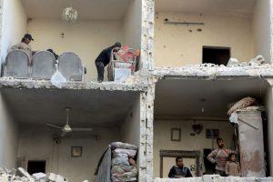 Así quedó una casa tras el ataque aéreo. Foto:AFP. Imagen Por: