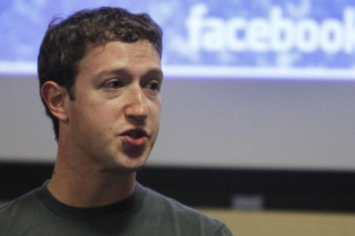 En noviembre de 2010 anunciando la app móvil de Facebook. Foto:Getty Images. Imagen Por:
