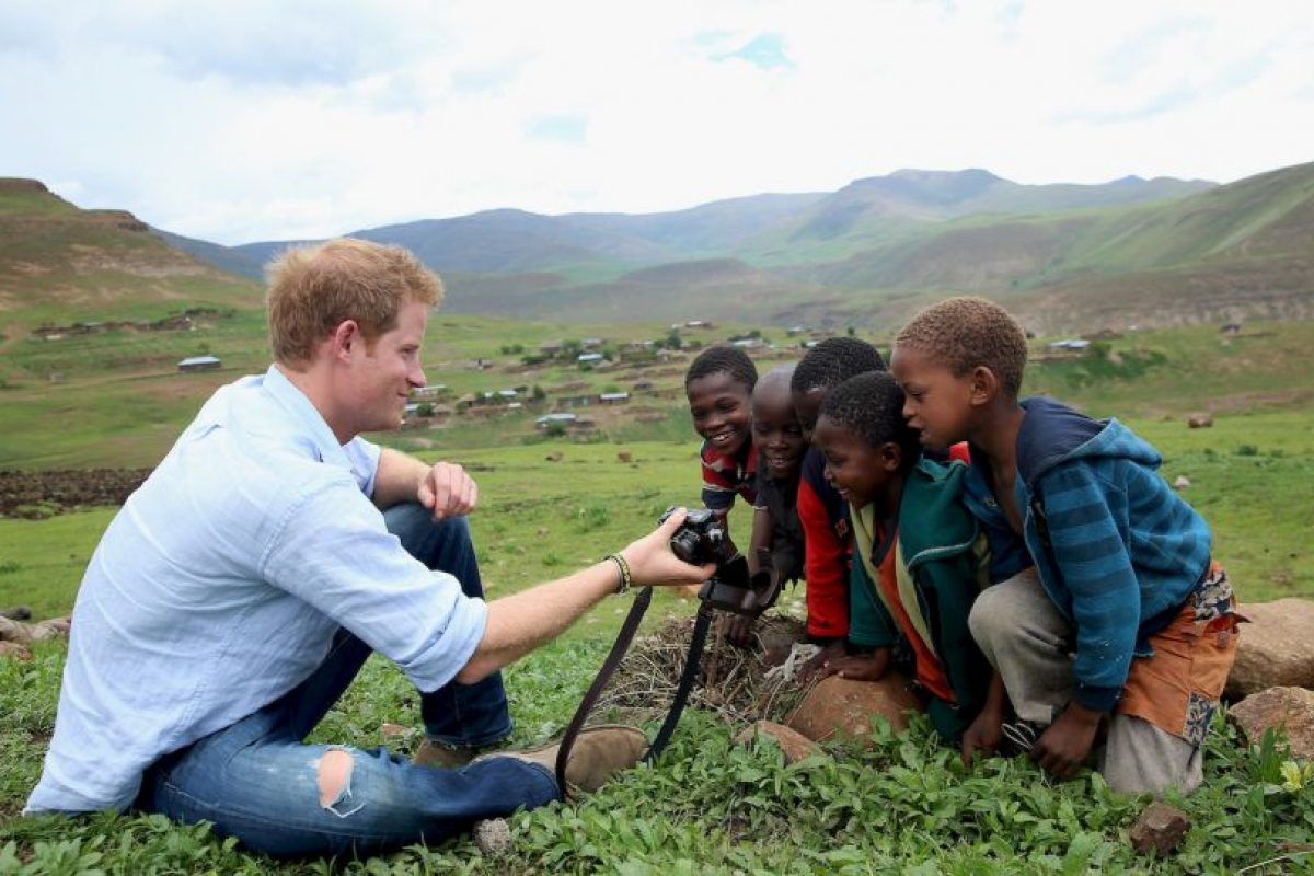 2013- Durante su gira por Lesoto, África Foto:Getty Images. Imagen Por: