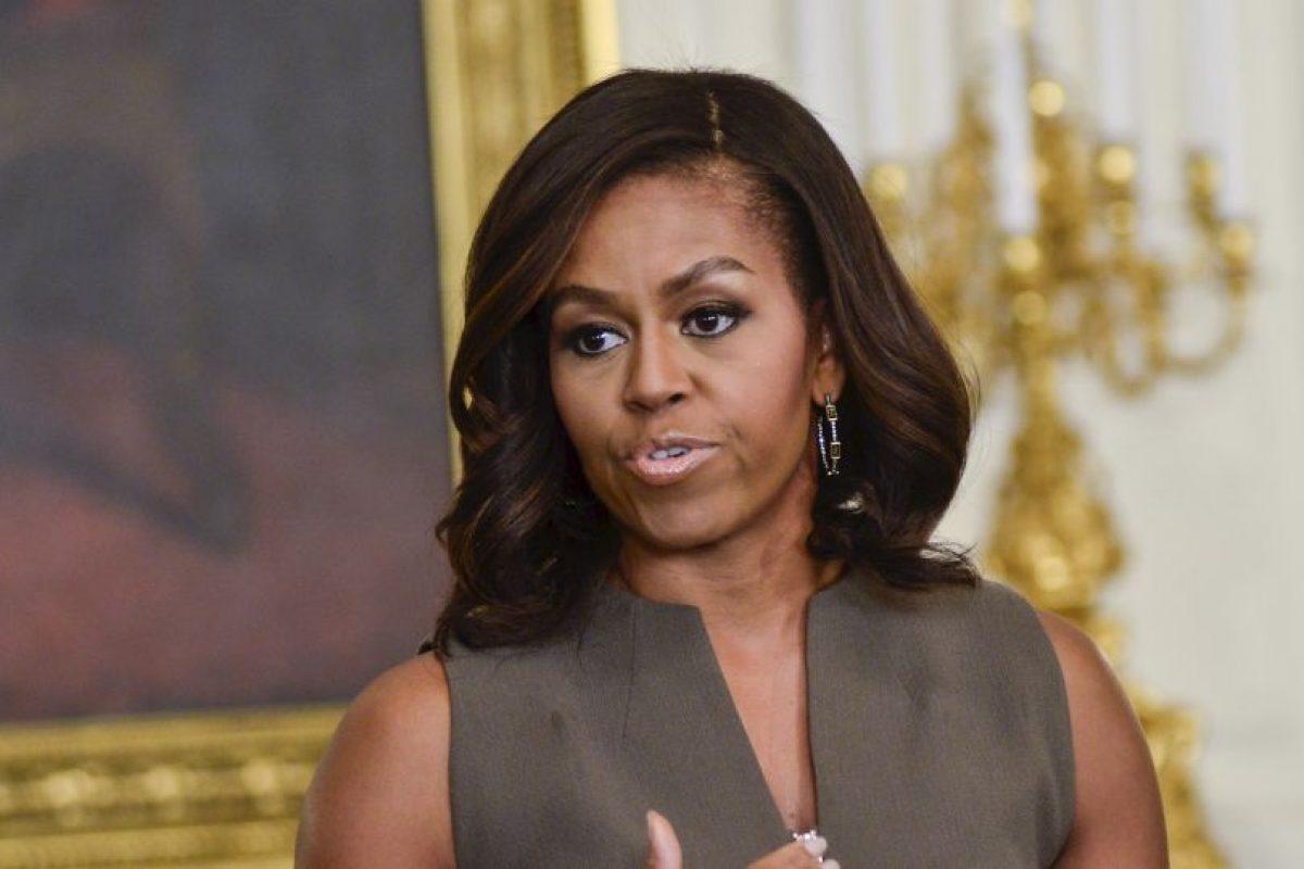 Los diseñadores estadounidenses suelen prestarle sus vestidos. Otros los paga ella. Jamás vienen del erario. Foto:Getty Images. Imagen Por: