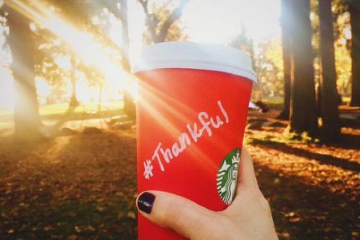 En las redes de la compañía han publicado diversas fotos de los vasos con diseños o mensajes hechos por los clientes. Foto:Vía Instagram.com/Starbucks. Imagen Por: