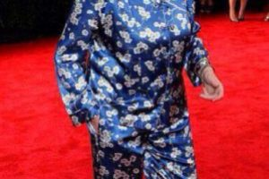 Grace Coddington está por encima del bien y el mal, pero francamente hay que tener cuidado cuando se usa un traje pijama. Foto:vía Getty Images. Imagen Por: