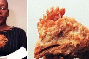 La cabeza entera del pollo. Foto:vía EpicFail. Imagen Por: