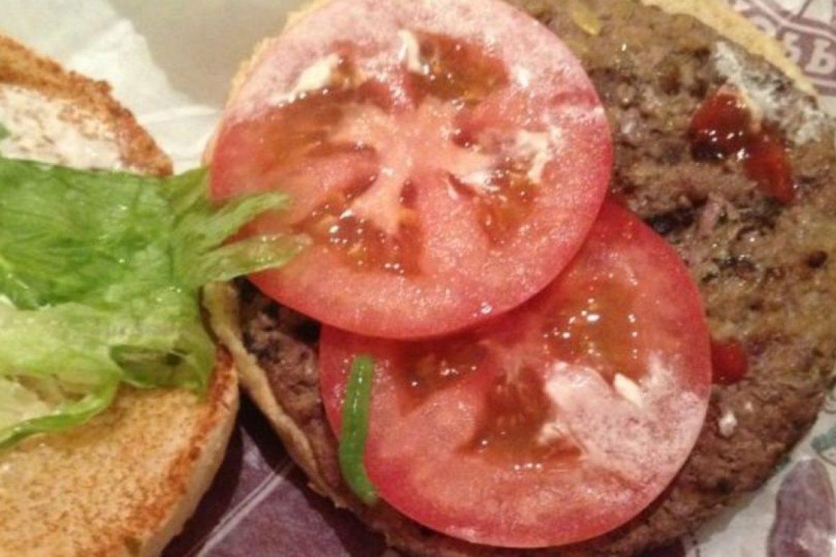 Gusano en la hamburguesa. Foto:vía EpicFail. Imagen Por: