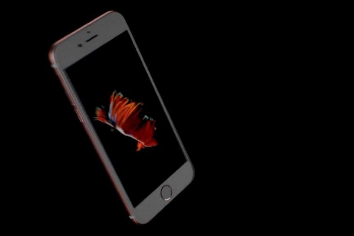 Existen tres modelos, por ejemplo, el iPhone 6s de 16GB tiene un costo de 649 dólares, pero si no es suficiente, deben desembolsar 100 dólares más por 64GB (749 dólares) o pagar 849 dólares por 128GB. Foto:Apple. Imagen Por: