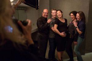 Sus amigos los rodean en todo momento. Foto:facebook.com/zuck. Imagen Por: