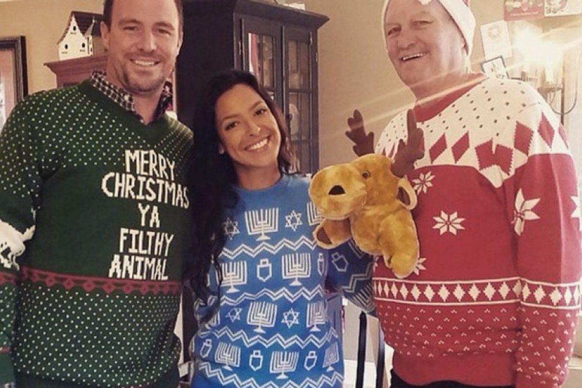 Los clientes comparten sus fotos luciendo los suéteres feos. Foto:Vía Instagram.com/uglychristmassweater_com. Imagen Por: