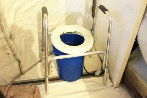 Son, literalmente, un balde con una bolsa de basura Foto:Jaime Liencura / Publimetro. Imagen Por: