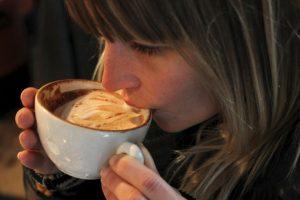 ¿Alguna vez habían imaginado la posibilidad de disminuir el tamaño de los senos causa del café? Foto:Getty Images. Imagen Por: