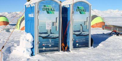 Las curiosas maniobras que deben hacer los chilenos en la Antártica para ir al baño