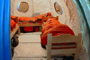 Así son los dormitorios dentro del refugio Foto:Jaime Liencura / Publimetro. Imagen Por: