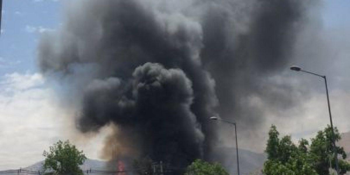 Incendio en dependencias de municipalidad de Huechuraba moviliza a Bomberos