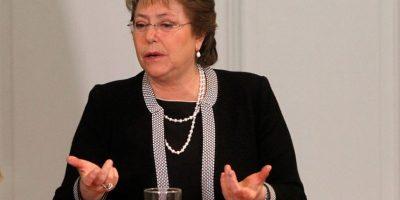 """Cadem: 46% cree que Michelle Bachelet """"lo hará mejor"""" en 2016"""