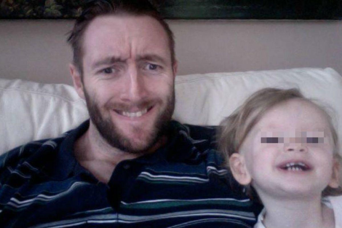 Paul Glaze y su pequeña hija Flame Foto:Vía Twitter/@TinaMalone. Imagen Por: