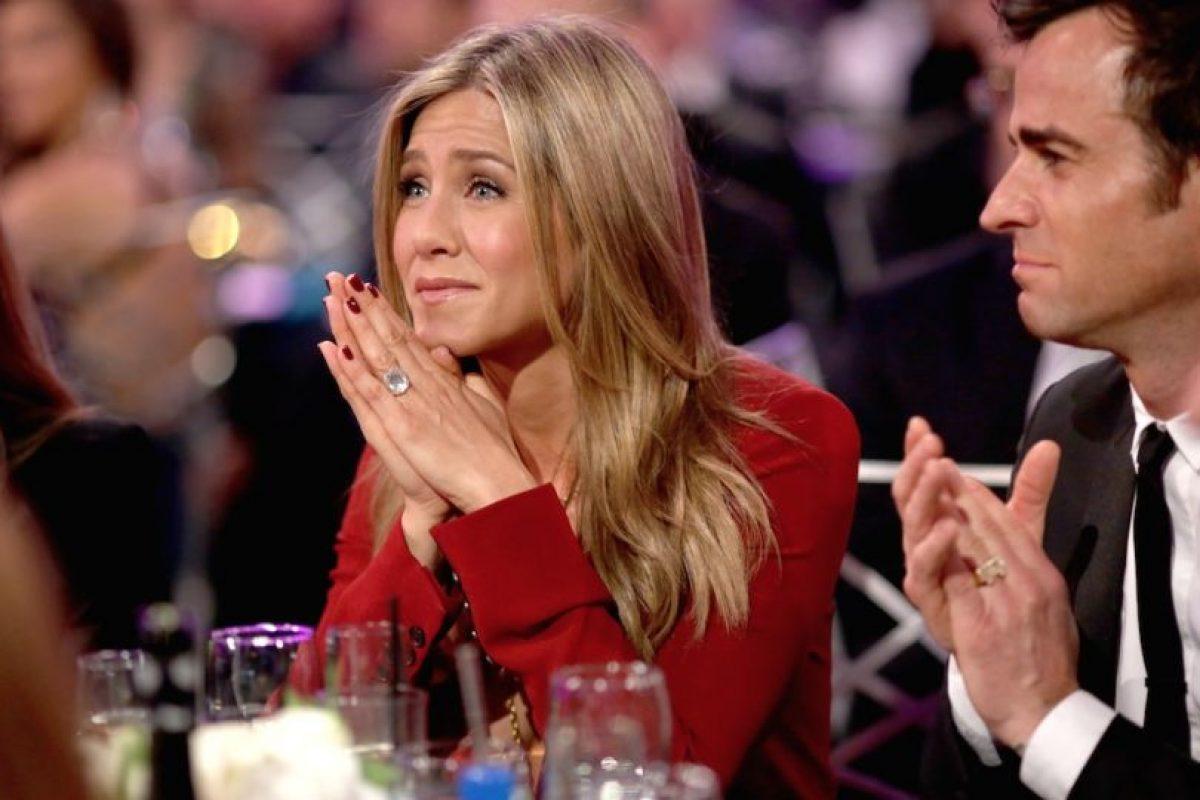 """""""Es genial mirar hacia abajo y ver una nueva joya en mi dedo"""" aseguró a la revista """"Hola"""" Foto:Getty Images. Imagen Por:"""