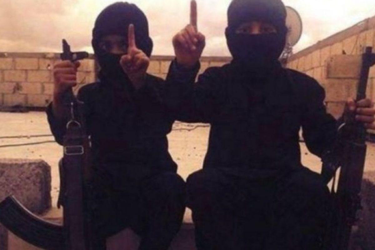 A través de redes sociales, ISIS ha difundido imágenes de bebés y niños vestidos como yihadistas o como sus militantes. Foto:Twitter.com – Archivo. Imagen Por: