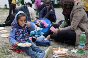 La magnitud del conflicto sirio aumenta constantemente. La Oficina del Alto Comisionado de las Naciones Unidas para los Refugiados calcula que hay más de 4.1 millones de refugiados sirios registrados. La mayoría emigró a países vecinos y más de 500 mil pidieron asilo en Europa. Foto:Getty Images. Imagen Por: