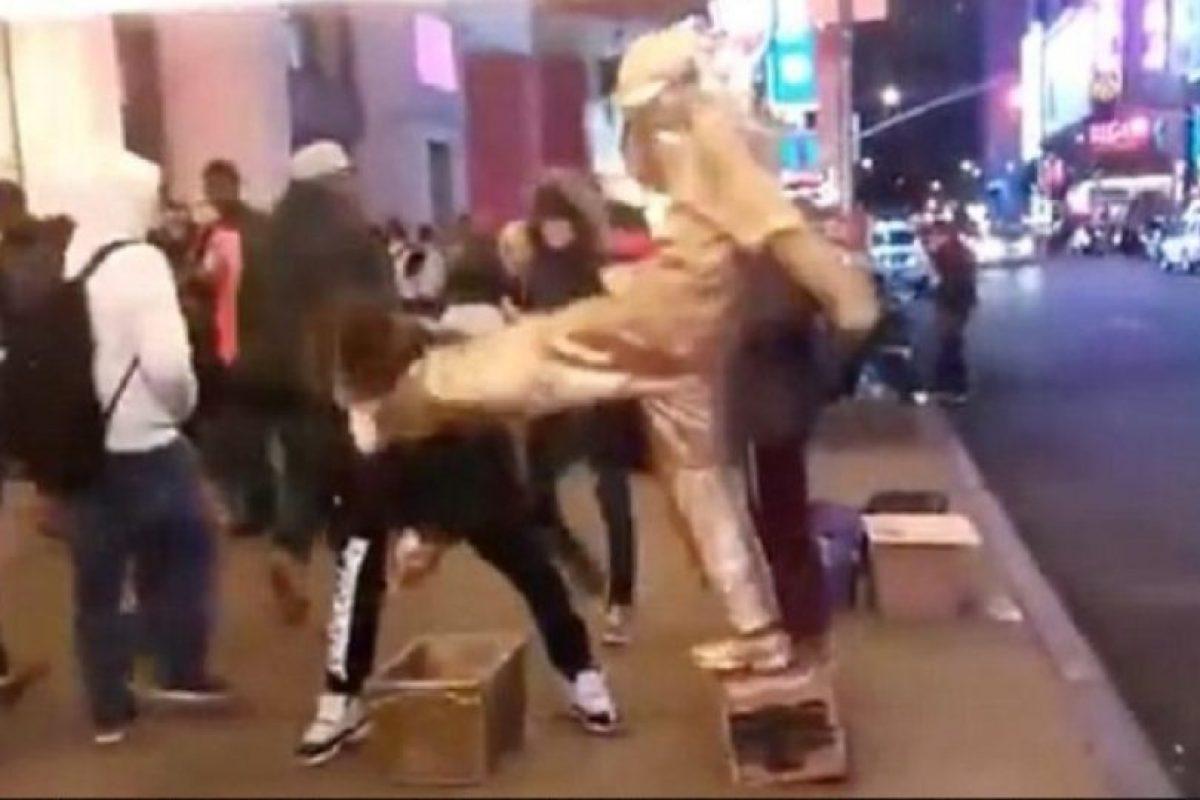 """El video, subido por Jason King, fue titulado: """"Lo que sucedió fuera de #McDonaldsTimesSquare"""". Foto:Youtube/Jason King. Imagen Por:"""