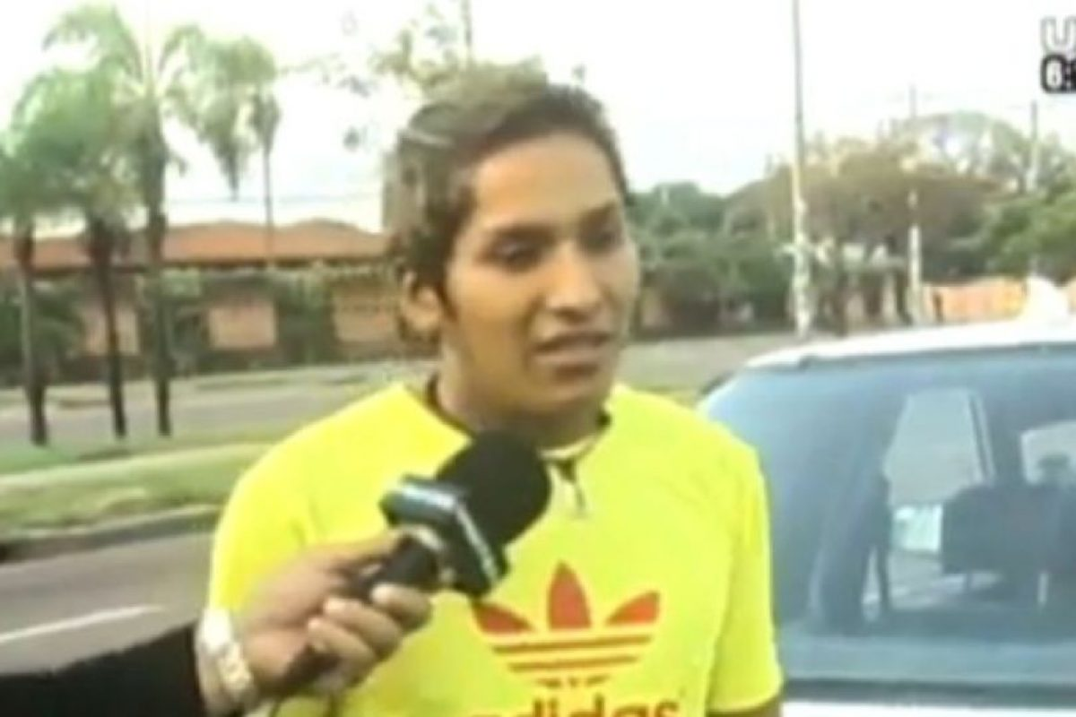 Taxista detuvo a quien lo robó y lo llevó en el maletero del auto a la TV Foto:UNITEL. Imagen Por: