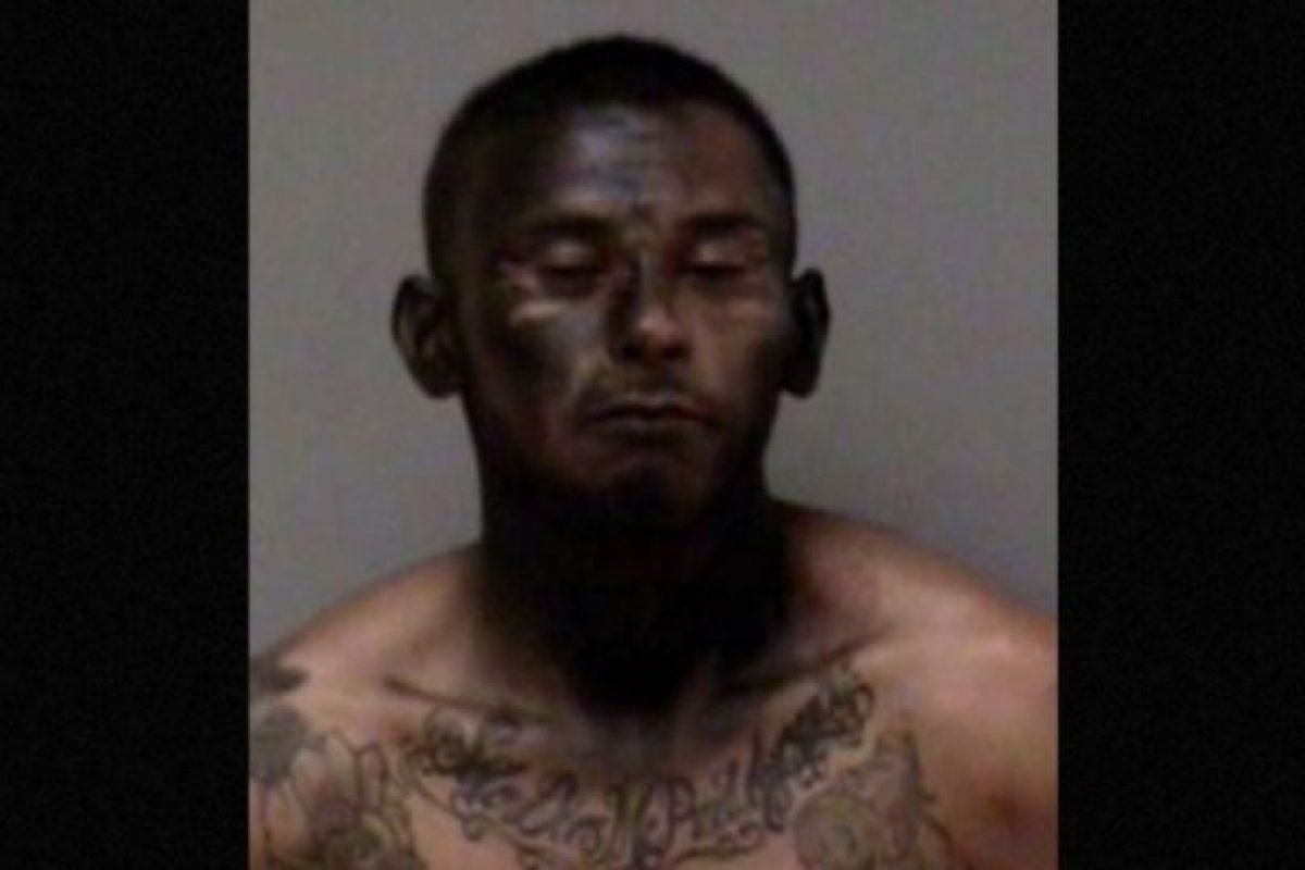 """José Espinoza robó un auto. Pero para escapar de la Policía se """"camufló"""" pintándose la cara de negro. Por supuesto, no funcionó. Foto:Policía de Madera, California. Imagen Por:"""