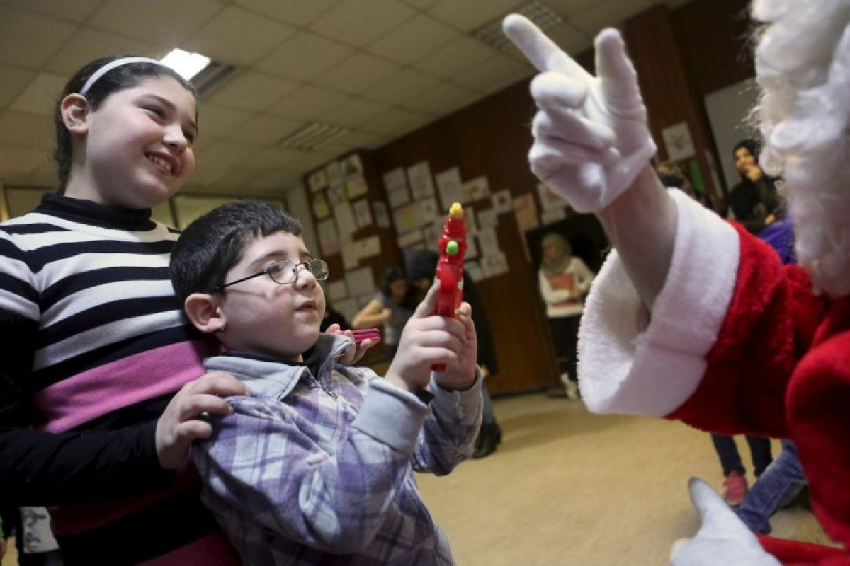 Voluntarios se vistieron como Santa Claus Foto: Getty Images. Imagen Por: