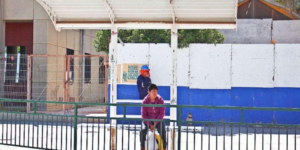 Insólito: paradero de micro en Copiapó está ubicado tras las rejas