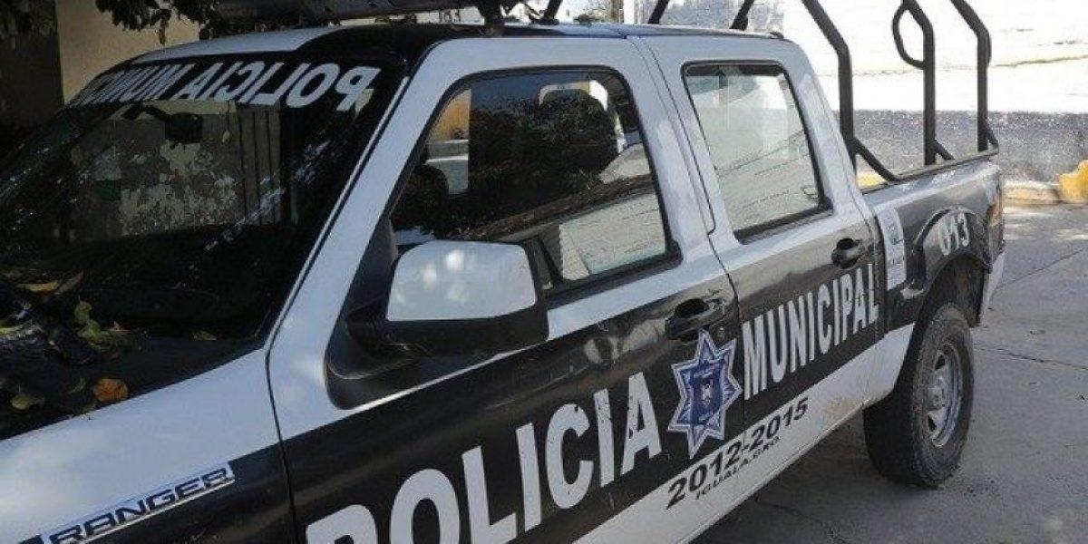 Captan acalorada noche de sexo de dos policías en plena vía pública