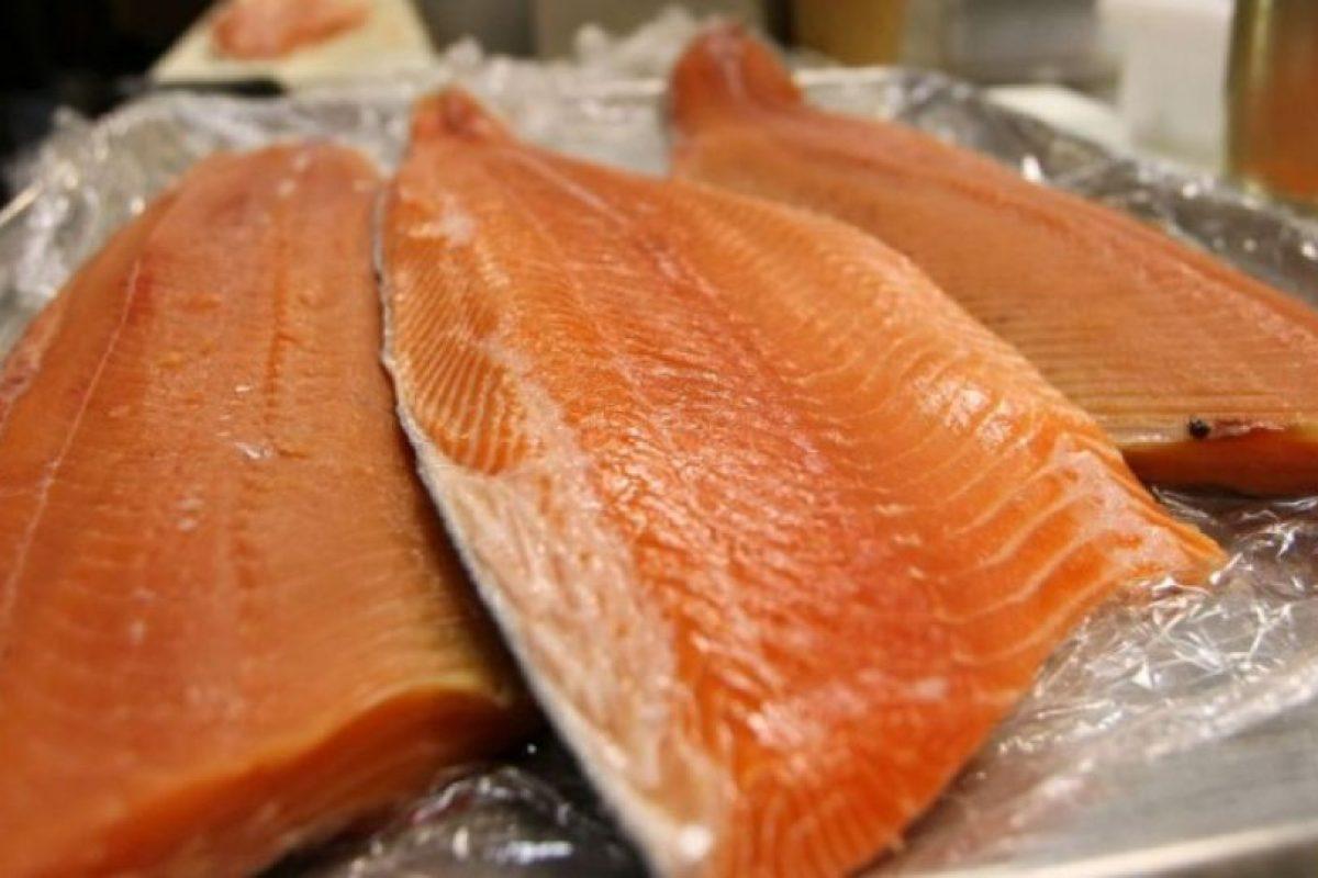 De acuerdo a un estudio de la Universidad de Albany, Nueva York, este tipo de salmón se encuentra contaminado con químicos cancerígenos Foto:Getty Images. Imagen Por: