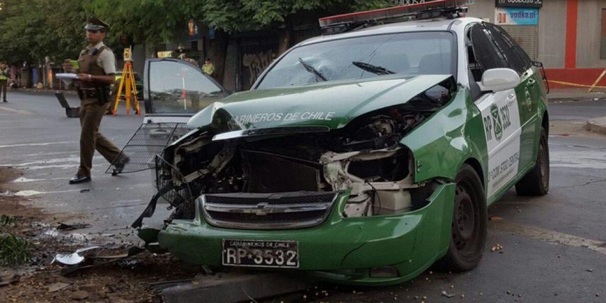 Patrulla de Carabineros chocó con furgón: hay tres personas lesionadas