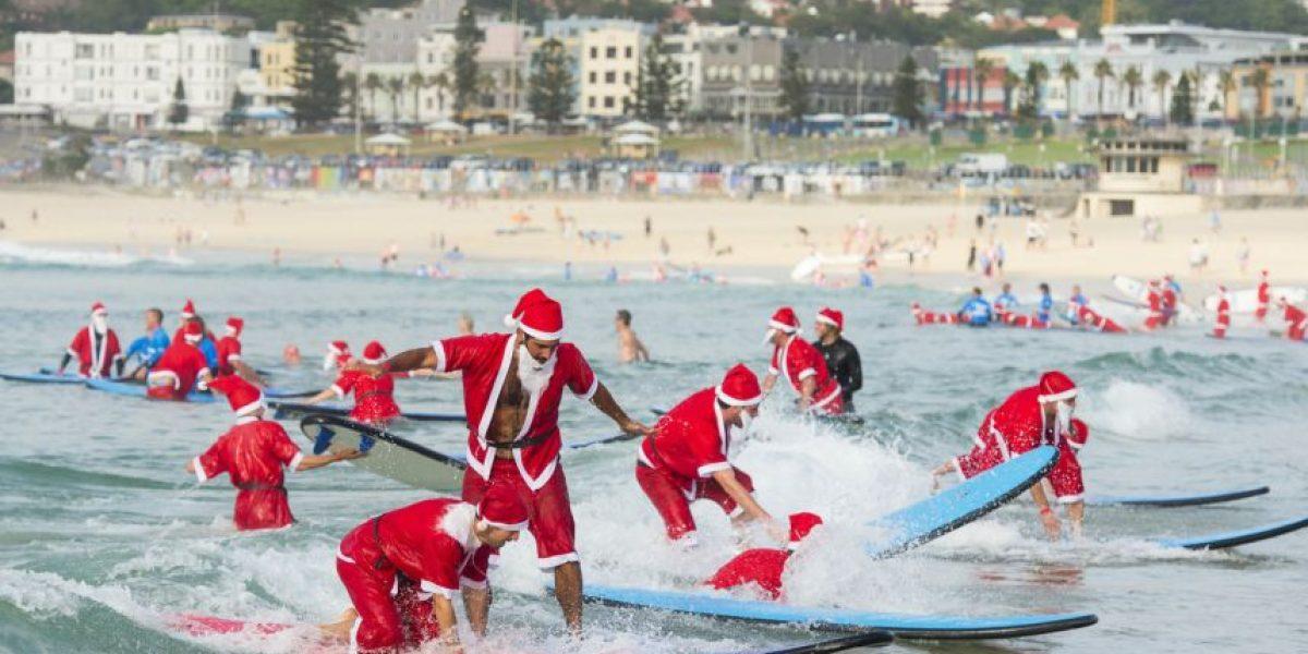 Récord Guiness: más de 300 Viejitos Pascueros surfearon en Australia